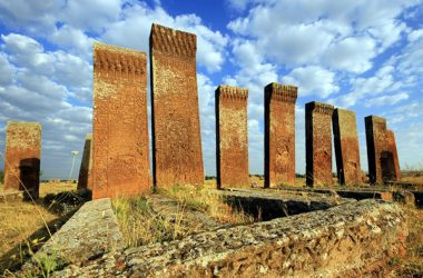 ahlat selçuklu mezarları